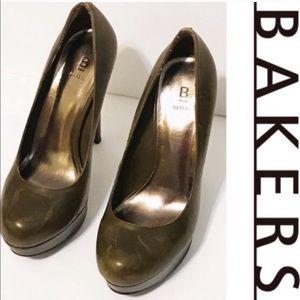 Bakers army green platform leather stilettos Sz 8